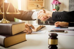 آیا برای مهاجرت به کانادا داشتن وکیل مهاجرتی ضروری است؟